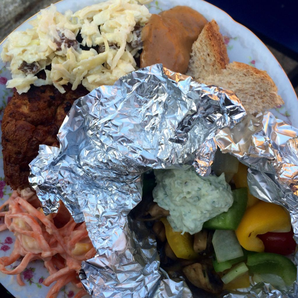 """Photo of Spare-A-Rib  Vegan BBQ  by <a href=""""/members/profile/LoesOfzo"""">LoesOfzo</a> <br/>own salads, their awesome burger on the left <br/> June 8, 2016  - <a href='/contact/abuse/image/48200/152985'>Report</a>"""