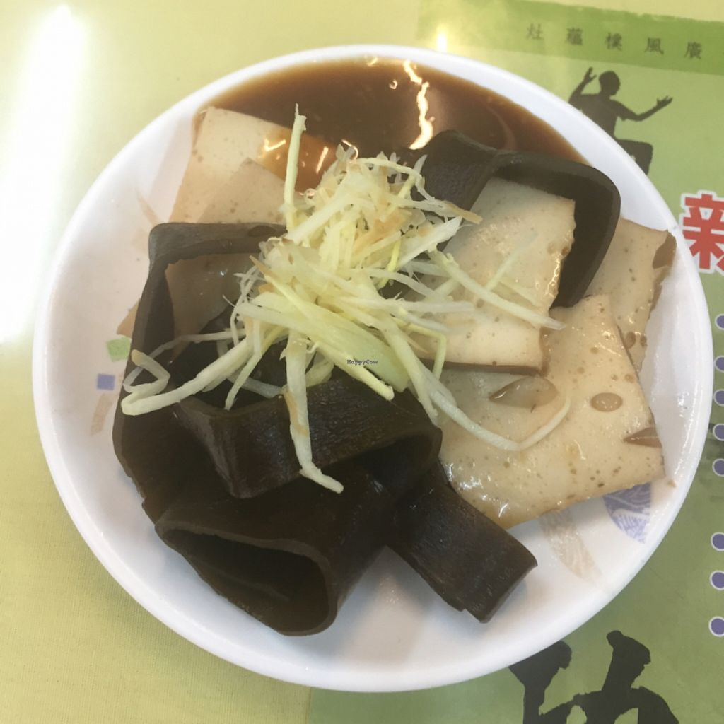 "Photo of Organic Life - Shung Shan Shir Tang   by <a href=""/members/profile/JustineHsu"">JustineHsu</a> <br/>bai-yeh tofu and seaweed 百頁豆腐和海帶 <br/> January 7, 2016  - <a href='/contact/abuse/image/48296/131350'>Report</a>"