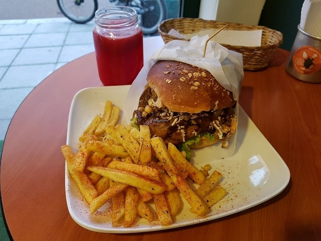 """Photo of La Cocinita Verde - Restaurante  by <a href=""""/members/profile/SeattleCow"""">SeattleCow</a> <br/>Double falafel burger combo (fries and unsweetened blackberry juice) <br/> May 7, 2017  - <a href='/contact/abuse/image/48341/256879'>Report</a>"""