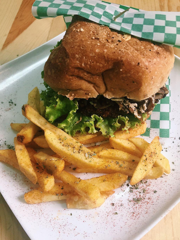 """Photo of La Cocinita Verde - Restaurante  by <a href=""""/members/profile/VictoriaHolgu%C3%ADn"""">VictoriaHolguín</a> <br/>hamburguesa de falafel con papas <br/> August 1, 2017  - <a href='/contact/abuse/image/48341/287755'>Report</a>"""