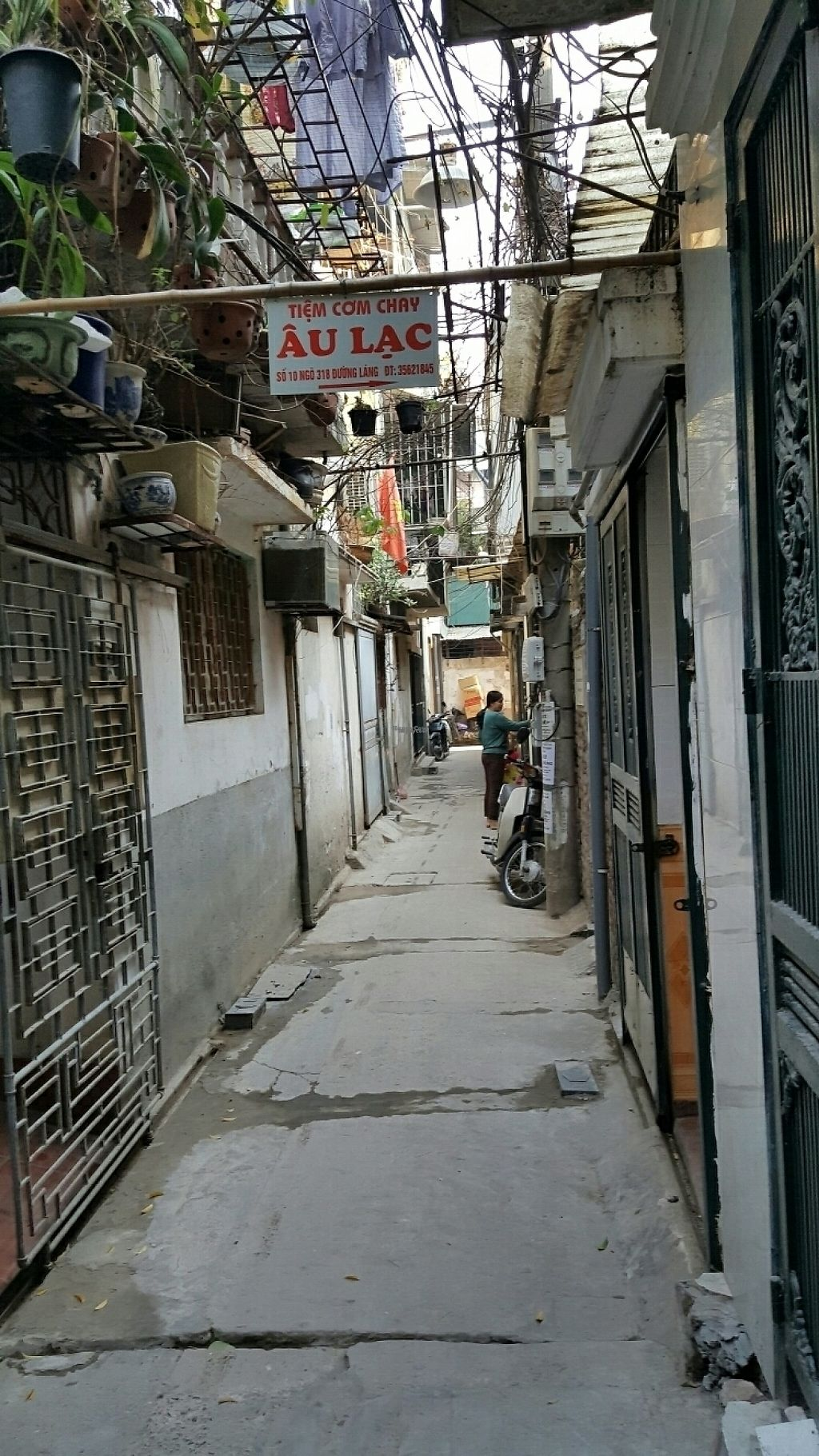 "Photo of Au Lac - Duong Lang  by <a href=""/members/profile/yehadut"">yehadut</a> <br/>You have to go down a narrow alley, including two bends, until you see this sign <br/> December 9, 2016  - <a href='/contact/abuse/image/48867/198443'>Report</a>"