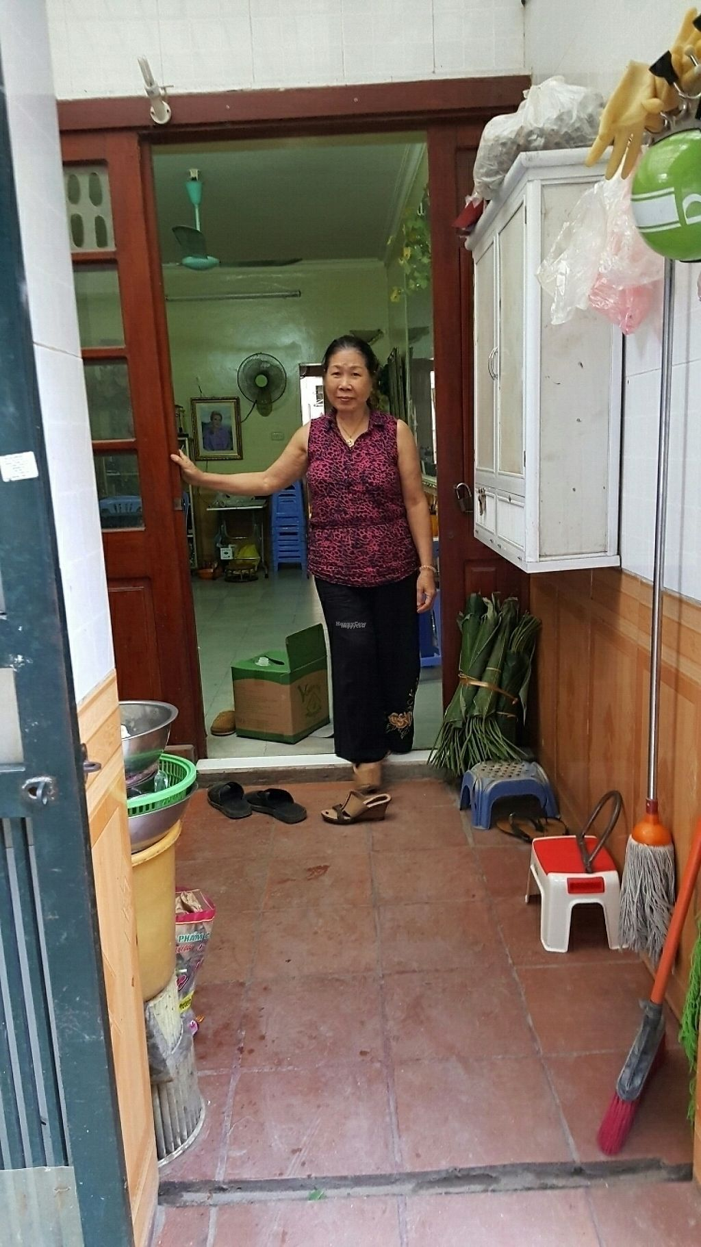 "Photo of Au Lac - Duong Lang  by <a href=""/members/profile/yehadut"">yehadut</a> <br/>Tiny place looks like this woman's personal kitchen <br/> December 9, 2016  - <a href='/contact/abuse/image/48867/198444'>Report</a>"