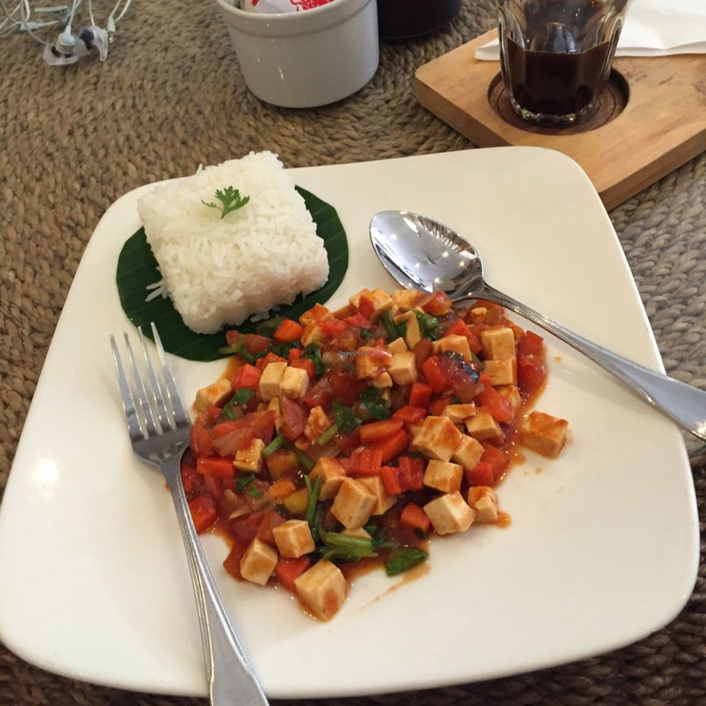 "Photo of Indigo Cafe  by <a href=""/members/profile/Lucas_plantbased"">Lucas_plantbased</a> <br/>Fried tofu and tomatoes, which was decent. 30k.  <br/> May 19, 2016  - <a href='/contact/abuse/image/49081/149779'>Report</a>"