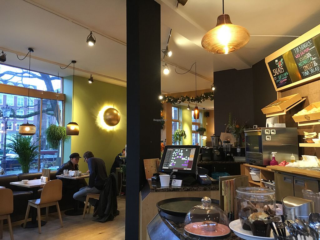 """Photo of Bagels & Beans - De Clercqstraat  by <a href=""""/members/profile/hack_man"""">hack_man</a> <br/>Interior  <br/> January 3, 2018  - <a href='/contact/abuse/image/49248/342538'>Report</a>"""