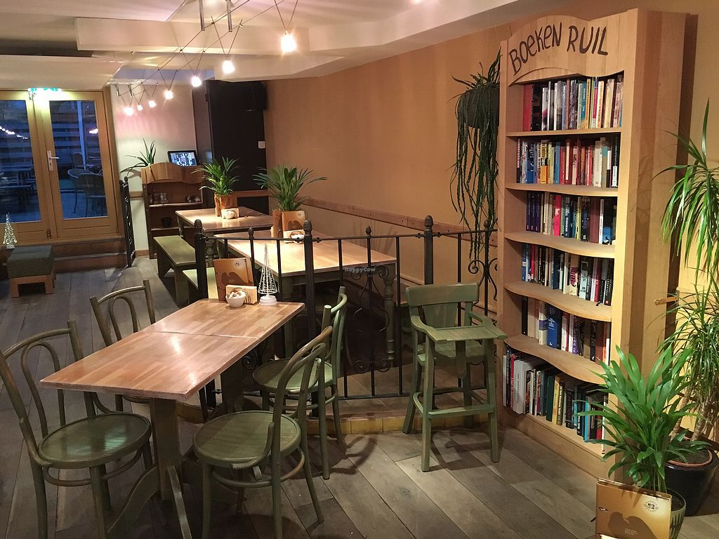 "Photo of Bagels & Beans - Spaarndammerstraat  by <a href=""/members/profile/hack_man"">hack_man</a> <br/>Downstairs seating  <br/> January 1, 2018  - <a href='/contact/abuse/image/49257/341671'>Report</a>"
