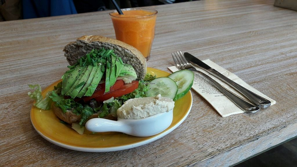 "Photo of Bagels & Beans - Waterlooplein  by <a href=""/members/profile/Scarify"">Scarify</a> <br/>avocado bagel with hummus <br/> March 31, 2018  - <a href='/contact/abuse/image/49261/378762'>Report</a>"