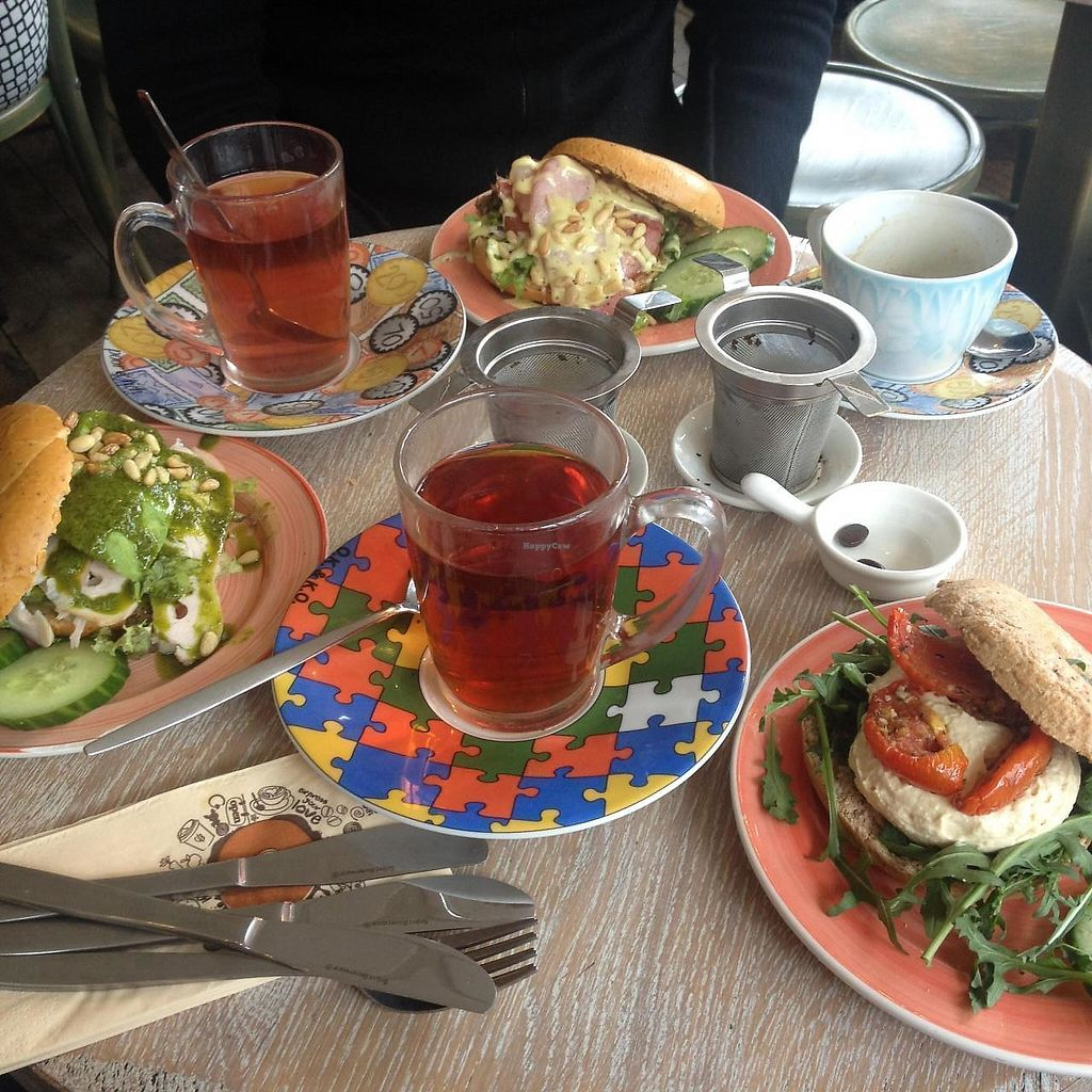 "Photo of Bagels & Beans - Waterlooplein  by <a href=""/members/profile/Creative.Bunny"">Creative.Bunny</a> <br/>All our order - 3 bagels, 2 teas, 1 coffee <br/> April 8, 2015  - <a href='/contact/abuse/image/49261/378867'>Report</a>"