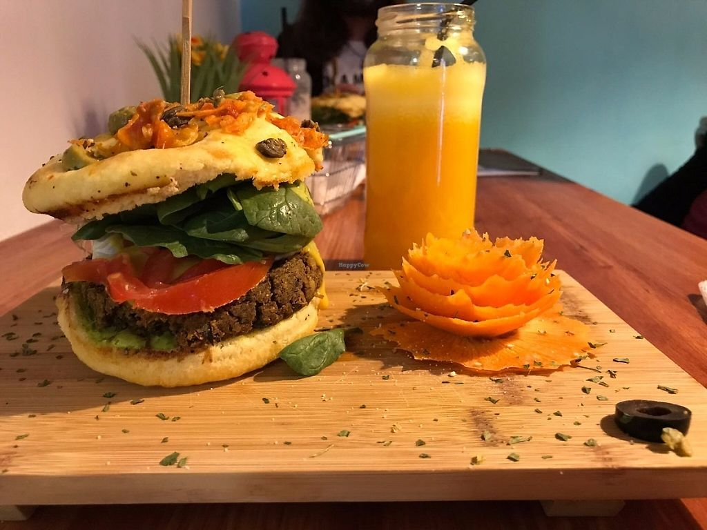 """Photo of Sanissimo - Malasaña  by <a href=""""/members/profile/wyrd"""">wyrd</a> <br/>Vegan burguer and carrot <br/> May 6, 2017  - <a href='/contact/abuse/image/49293/256230'>Report</a>"""