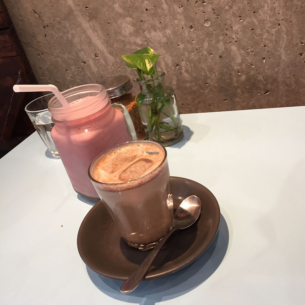 "Photo of Raw Trader  by <a href=""/members/profile/Wuji_Luiji"">Wuji_Luiji</a> <br/>vegan strawberry milkshake (soy) and iced almond milk gingerbread latte <br/> February 2, 2017  - <a href='/contact/abuse/image/49383/220781'>Report</a>"