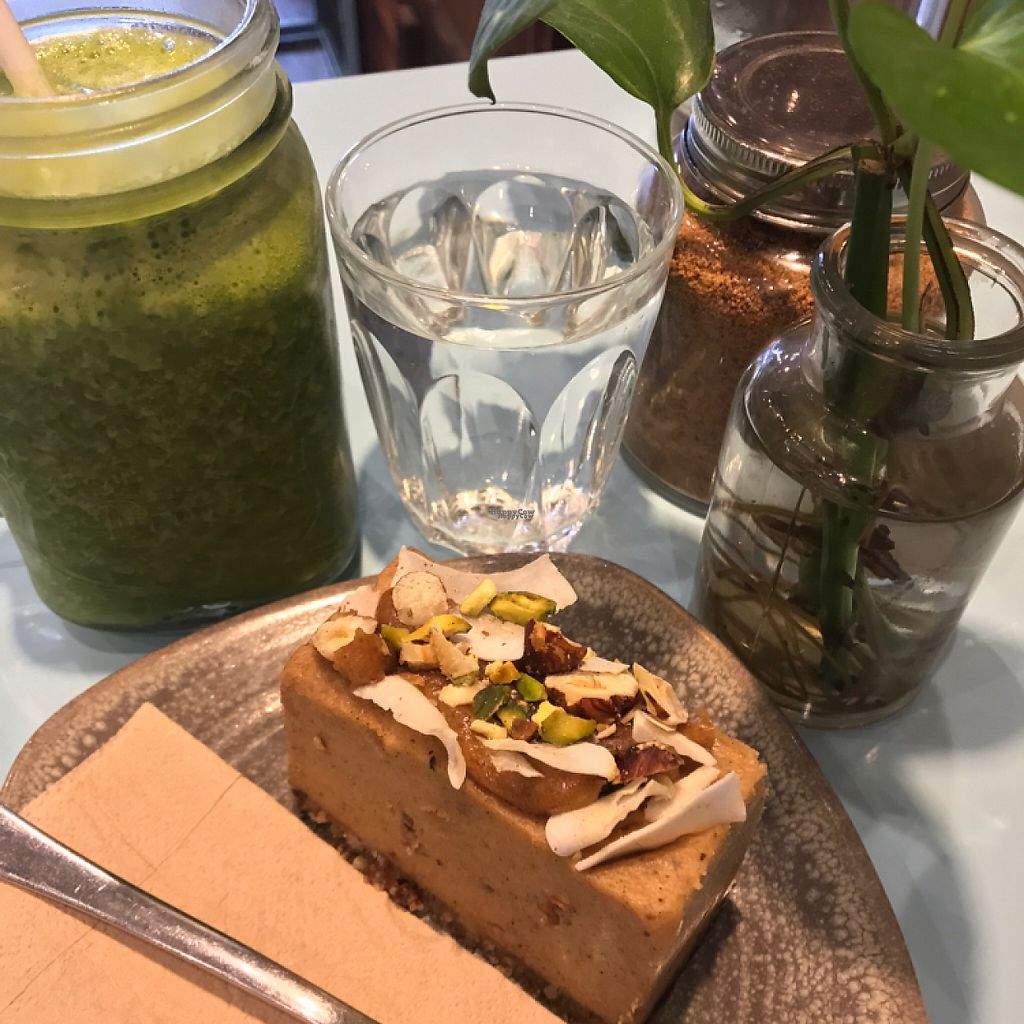 "Photo of Raw Trader  by <a href=""/members/profile/JuliaJ"">JuliaJ</a> <br/>Detox smoothie with an apple crumble cake (raw, refined sugar free, gluten free, dairy free, vegan...)   <br/> February 23, 2017  - <a href='/contact/abuse/image/49383/229514'>Report</a>"