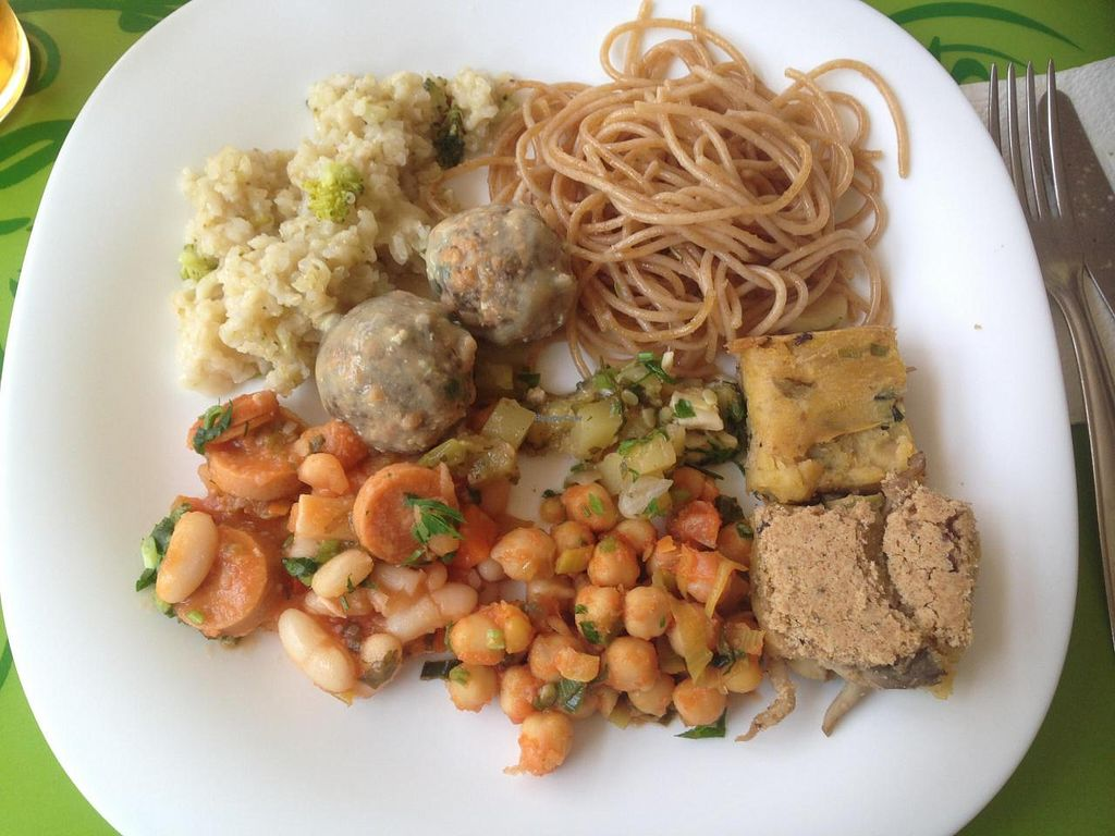 """Photo of Villa Natural  by <a href=""""/members/profile/Paolla"""">Paolla</a> <br/>Some of the hot dishes options on a Sunday buffet: risotto, soy meatballs with chia, spaghetti, braised zucchini, shimeji pie, puchero, chickpeas with smoked tofu <br/> August 17, 2014  - <a href='/contact/abuse/image/50111/77303'>Report</a>"""