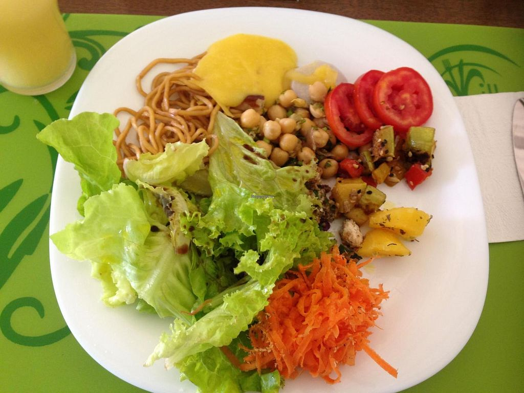 """Photo of Villa Natural  by <a href=""""/members/profile/Paolla"""">Paolla</a> <br/>Some of the vegan salad options on a Sunday buffet: yakisoba pasta, tabbouleh, lettuce, yams with orange cream, mandioquinha's cream, tomatoes with alfalfa, chickpeas, zucchini with tomatoes and peppers <br/> October 5, 2014  - <a href='/contact/abuse/image/50111/82226'>Report</a>"""