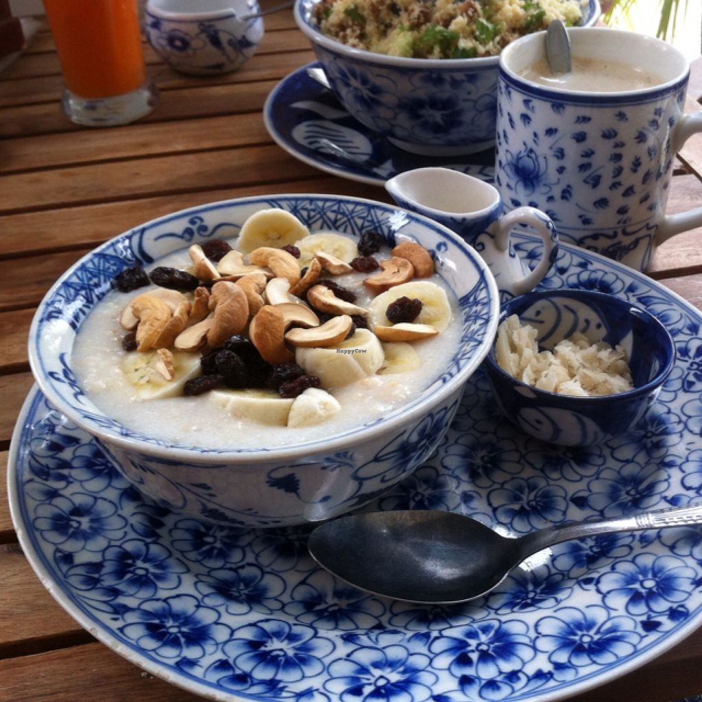"Photo of Epic Arts Cafe  by <a href=""/members/profile/Arvid"">Arvid</a> <br/>Oat porride with raisins, cashews, banana <br/> January 25, 2016  - <a href='/contact/abuse/image/50298/133608'>Report</a>"