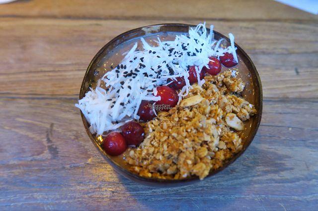 "Photo of Kayu Cafe  by <a href=""/members/profile/StephVHe"">StephVHe</a> <br/>Peanut Banana Smoothie Bowl <br/> August 31, 2016  - <a href='/contact/abuse/image/50478/172610'>Report</a>"