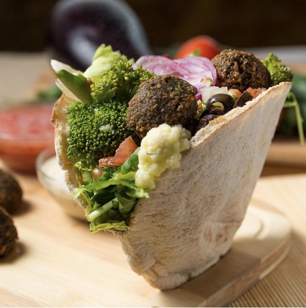 """Photo of Maoz Vegetarian  by <a href=""""/members/profile/PaulinhaGandin"""">PaulinhaGandin</a> <br/>Falafel + salad bar  <br/> March 25, 2018  - <a href='/contact/abuse/image/50506/375641'>Report</a>"""