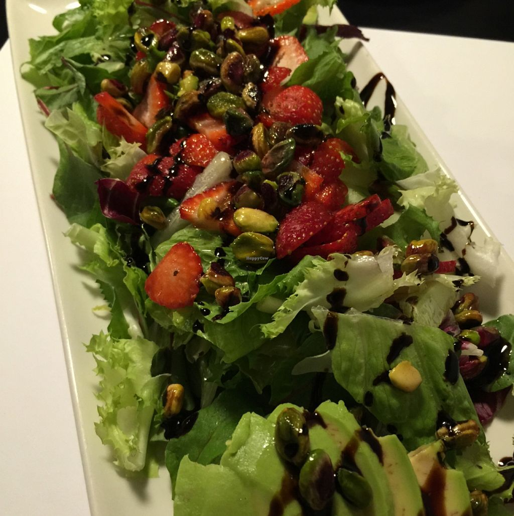 "Photo of Oslo  by <a href=""/members/profile/Luciafmtri"">Luciafmtri</a> <br/>vegan pistachio strawberry and avocado salad <br/> September 23, 2015  - <a href='/contact/abuse/image/50583/118834'>Report</a>"