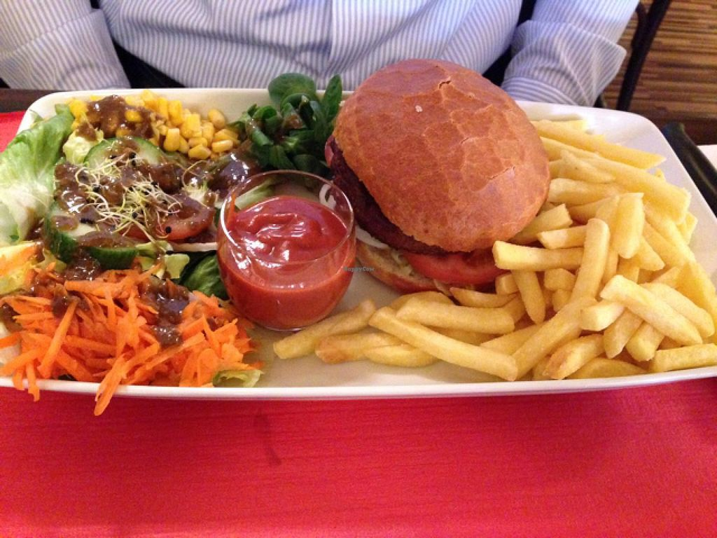 """Photo of Turk Restaurant Pizzeria  by <a href=""""/members/profile/HappyVeganCouple"""">HappyVeganCouple</a> <br/>Burger <br/> May 25, 2015  - <a href='/contact/abuse/image/50815/103338'>Report</a>"""