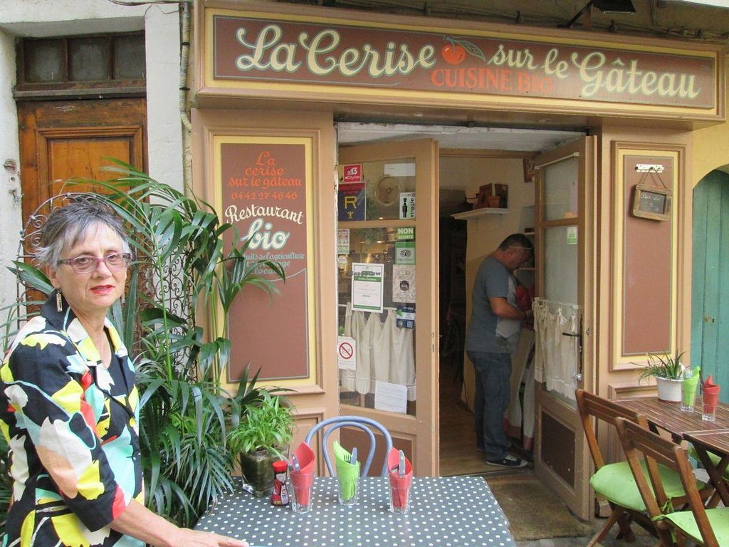 """Photo of La Cerise Sur Le Gateau  by <a href=""""/members/profile/Veganswife"""">Veganswife</a> <br/>Arrive early, it fills up quickly and seating is limited  <br/> September 15, 2014  - <a href='/contact/abuse/image/50837/79963'>Report</a>"""