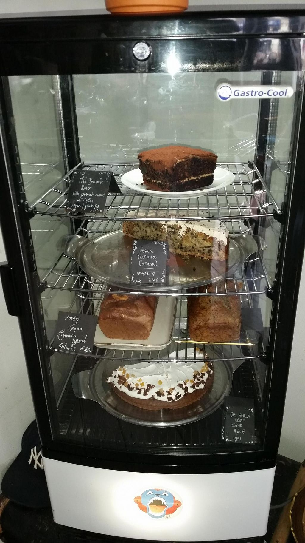 """Photo of CLOSED: Charlie's Vegan Food & Coffee  by <a href=""""/members/profile/autosblindo"""">autosblindo</a> <br/>Cakes <br/> May 2, 2015  - <a href='/contact/abuse/image/50935/100920'>Report</a>"""