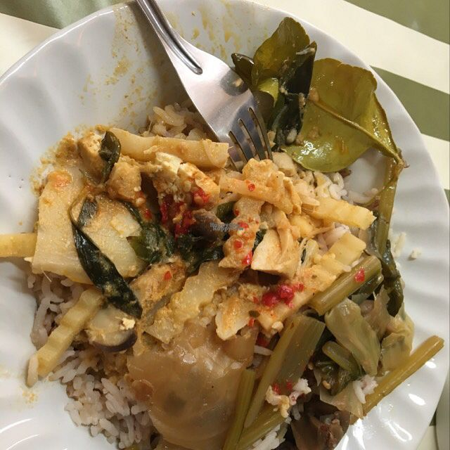 """Photo of CLOSED: A-Ma  by <a href=""""/members/profile/Bobozmom"""">Bobozmom</a> <br/>delicious red curry and a side of mixed veggies <br/> October 2, 2016  - <a href='/contact/abuse/image/50981/179166'>Report</a>"""