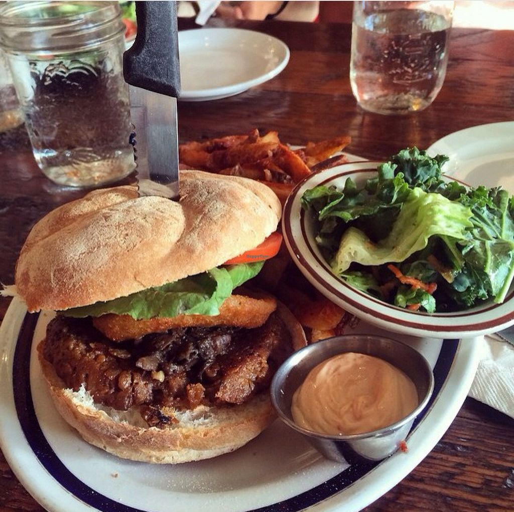 """Photo of MeeT on Main  by <a href=""""/members/profile/Felisabanana"""">Felisabanana</a> <br/>Their burgers are the best <br/> September 18, 2015  - <a href='/contact/abuse/image/51030/118256'>Report</a>"""