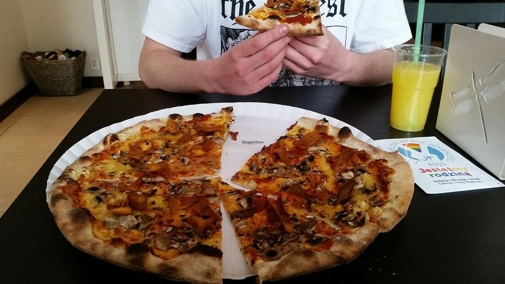 """Photo of CLOSED: vb veganburgers  by <a href=""""/members/profile/bromar"""">bromar</a> <br/>pizza #3 <br/> June 1, 2015  - <a href='/contact/abuse/image/51207/104374'>Report</a>"""