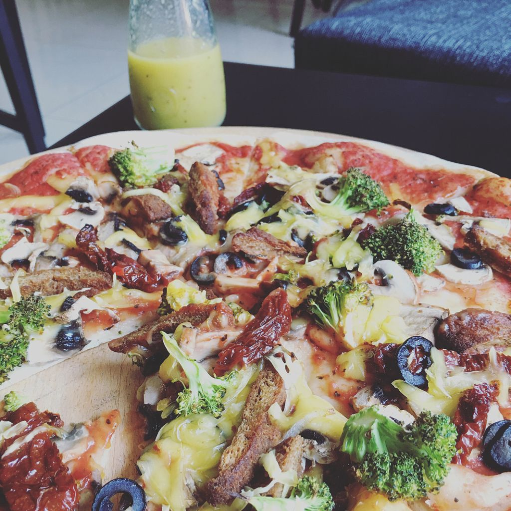 """Photo of CLOSED: vb veganburgers  by <a href=""""/members/profile/TheEverydayVegan"""">TheEverydayVegan</a> <br/>pizza with 5 choice toppings & vegan cheese <br/> May 27, 2016  - <a href='/contact/abuse/image/51207/151036'>Report</a>"""