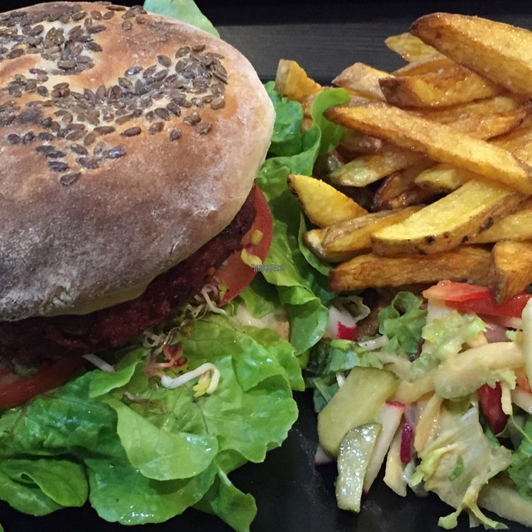 """Photo of CLOSED: vb veganburgers  by <a href=""""/members/profile/The%20London%20Vegan"""">The London Vegan</a> <br/>Ostry Burak/Beetroot and Spinach burger  <br/> September 23, 2016  - <a href='/contact/abuse/image/51207/177598'>Report</a>"""