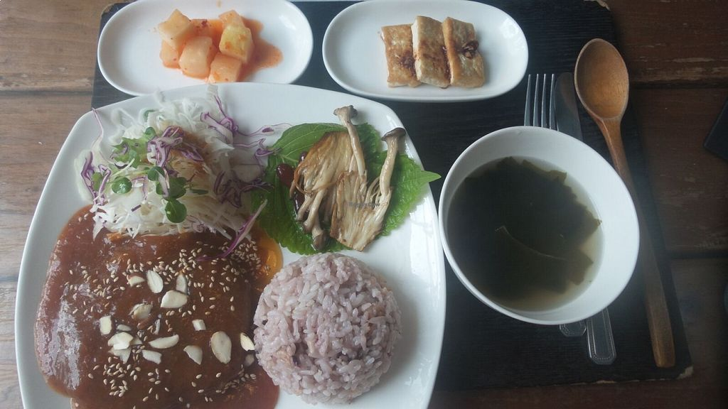 "Photo of Dajeon Cafe  by <a href=""/members/profile/melephant"">melephant</a> <br/>bean steak meal - 7,000 won <br/> August 18, 2015  - <a href='/contact/abuse/image/51276/114061'>Report</a>"
