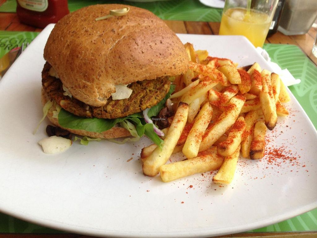 """Photo of Veggies na Praca  by <a href=""""/members/profile/Paolla"""">Paolla</a> <br/>Cogu burger <br/> September 13, 2014  - <a href='/contact/abuse/image/51310/79804'>Report</a>"""