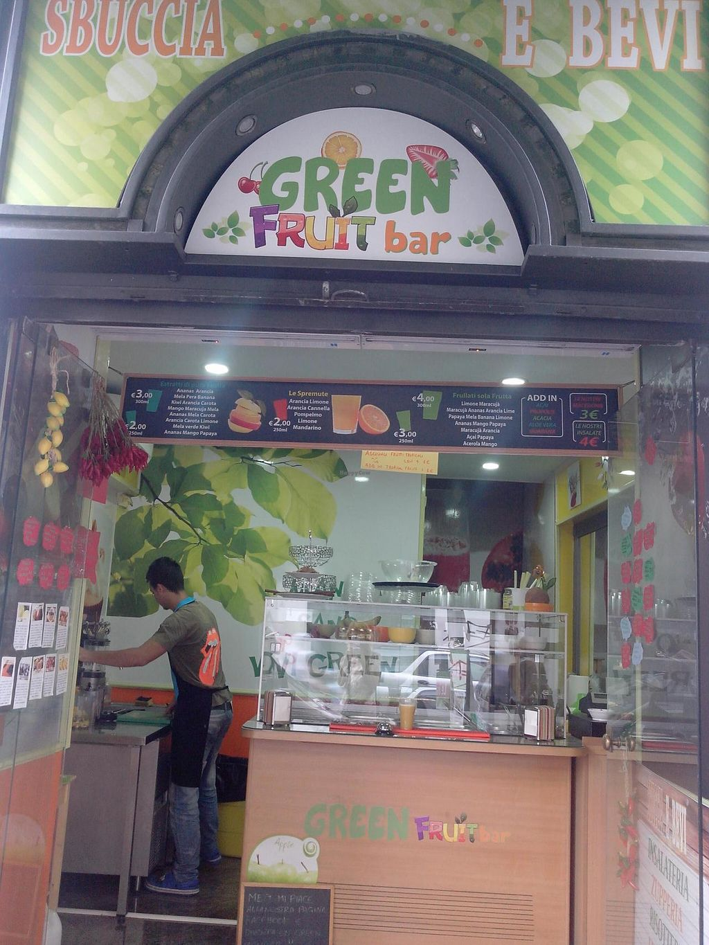 """Photo of Sbuccia e Bevi - Green Fruit Bar  by <a href=""""/members/profile/Lu73"""">Lu73</a> <br/>from Outside <br/> September 26, 2014  - <a href='/contact/abuse/image/51427/81120'>Report</a>"""
