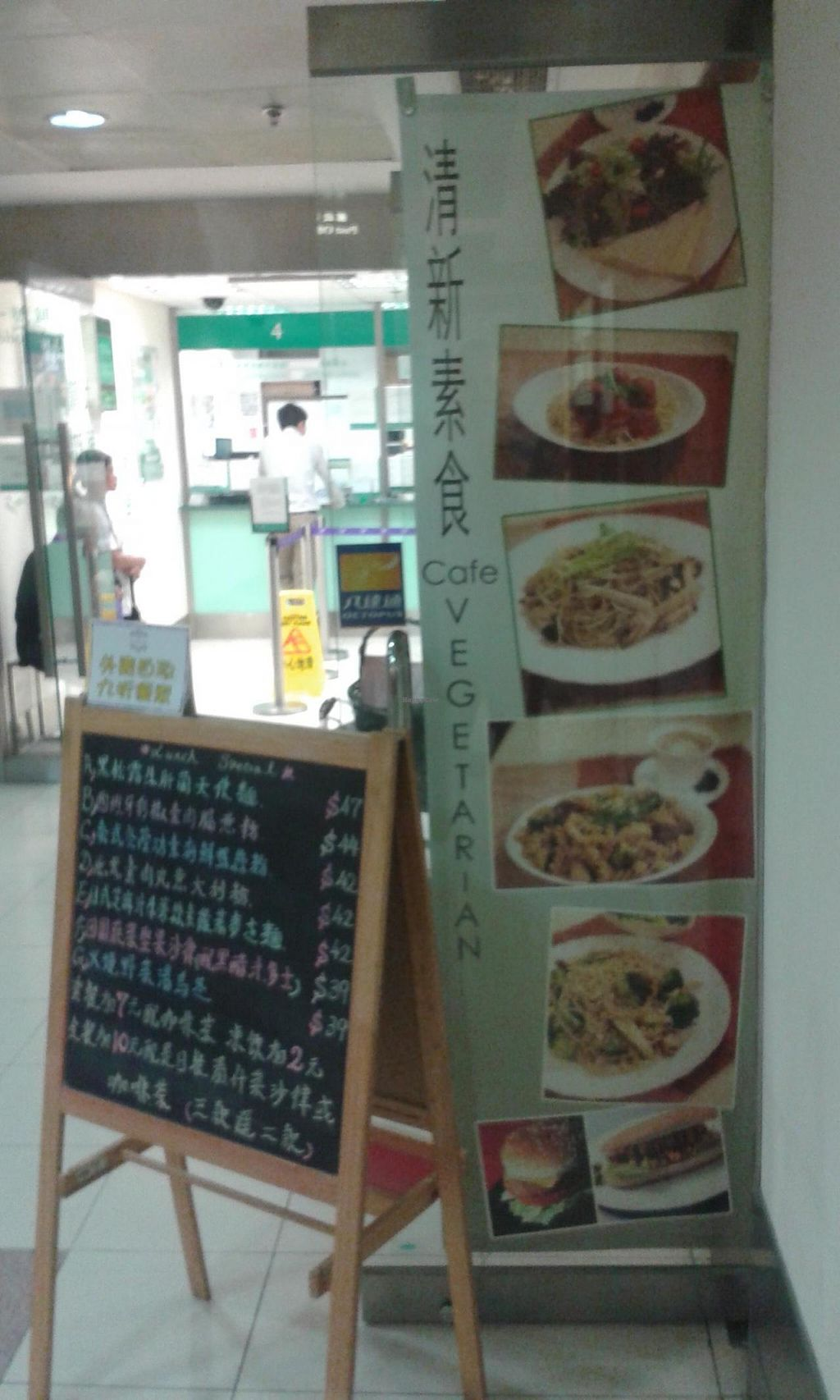 "Photo of Cafe La Fresco Veggie - Enterprises Square  by <a href=""/members/profile/Stevie"">Stevie</a> <br/>Outside <br/> April 20, 2015  - <a href='/contact/abuse/image/51532/99760'>Report</a>"
