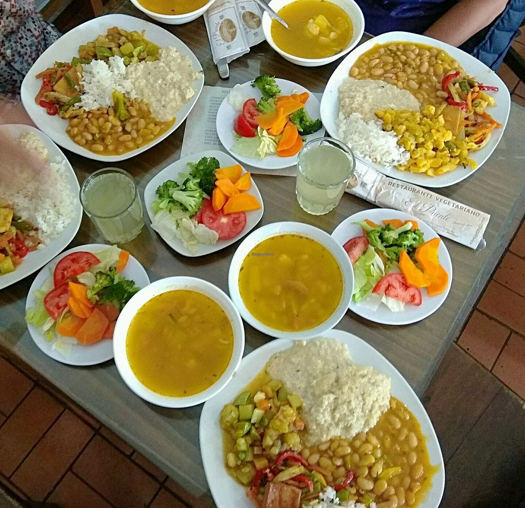 """Photo of El Puente 1  by <a href=""""/members/profile/WayneB"""">WayneB</a> <br/>4 Vegan options, salad, soup and pineapple.  <br/> March 21, 2018  - <a href='/contact/abuse/image/51998/374004'>Report</a>"""
