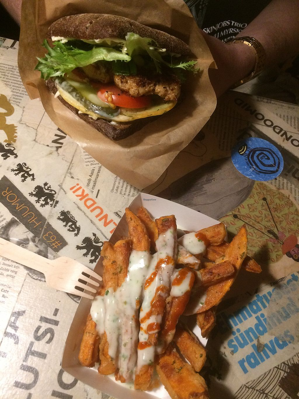 """Photo of Genialistide Klubi  by <a href=""""/members/profile/J%C3%A4n%C3%B6nen"""">Jänönen</a> <br/>Yummy burger and sweet potato fries <br/> May 11, 2018  - <a href='/contact/abuse/image/52021/398370'>Report</a>"""