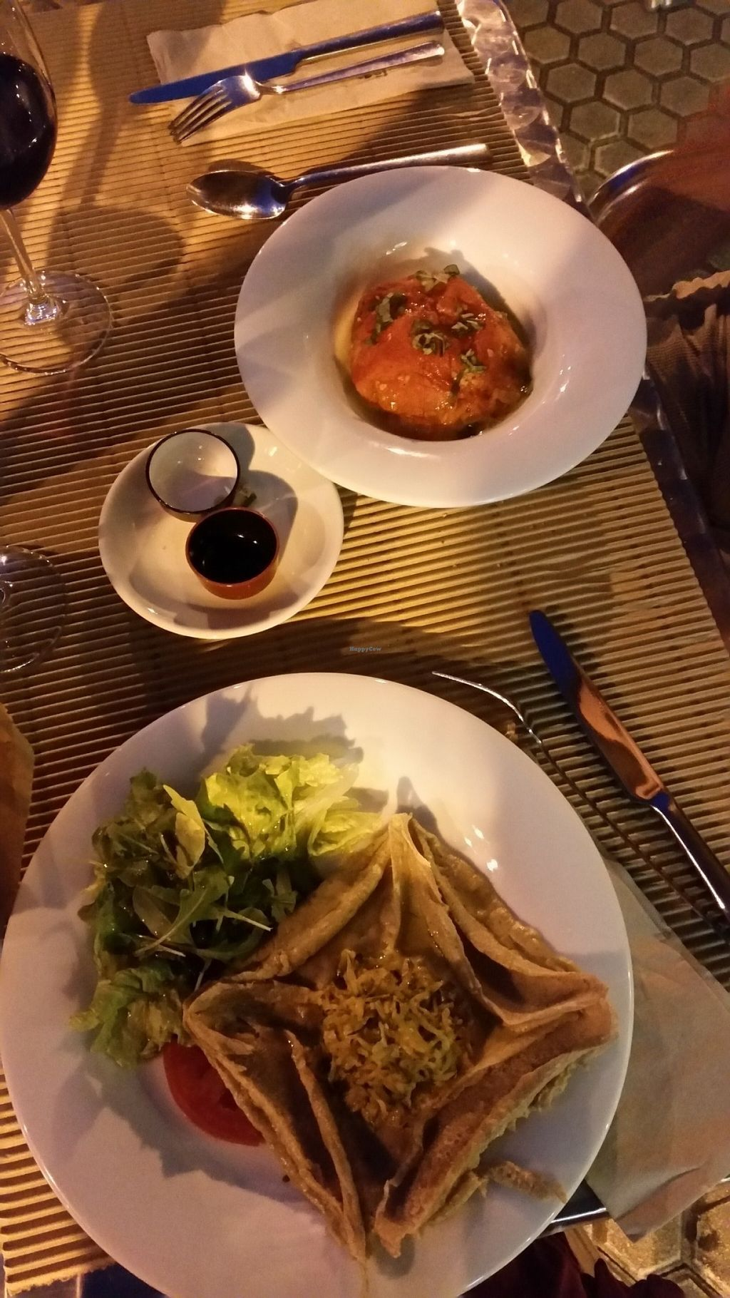 """Photo of Km.0  by <a href=""""/members/profile/nicolenoe"""">nicolenoe</a> <br/>Here in the middle you can see the algas that we got for free and they were delicious!! Also the bread they serve is much better than in other Spanish restaurants. The big dish is a buckwheat patty with salad which was nice but the other thing is a starter (tomato and rice) and it was AMAZING! Also one of the best things me or my critical boyfriend have ever tasted <br/> July 23, 2016  - <a href='/contact/abuse/image/52139/161780'>Report</a>"""