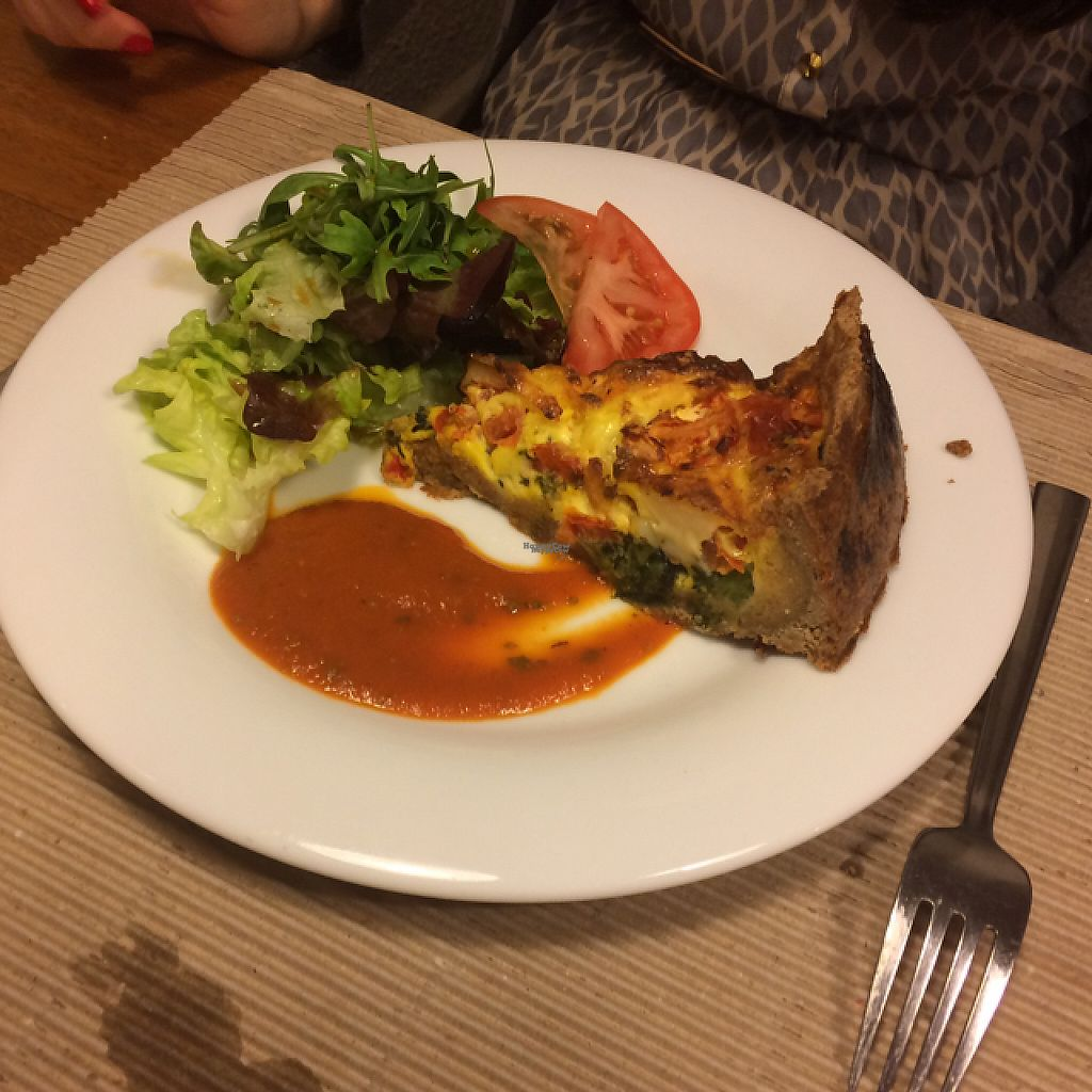 """Photo of Km.0  by <a href=""""/members/profile/HiErBa%20Vegana"""">HiErBa Vegana</a> <br/>vegetarian quiche  <br/> December 31, 2016  - <a href='/contact/abuse/image/52139/206517'>Report</a>"""