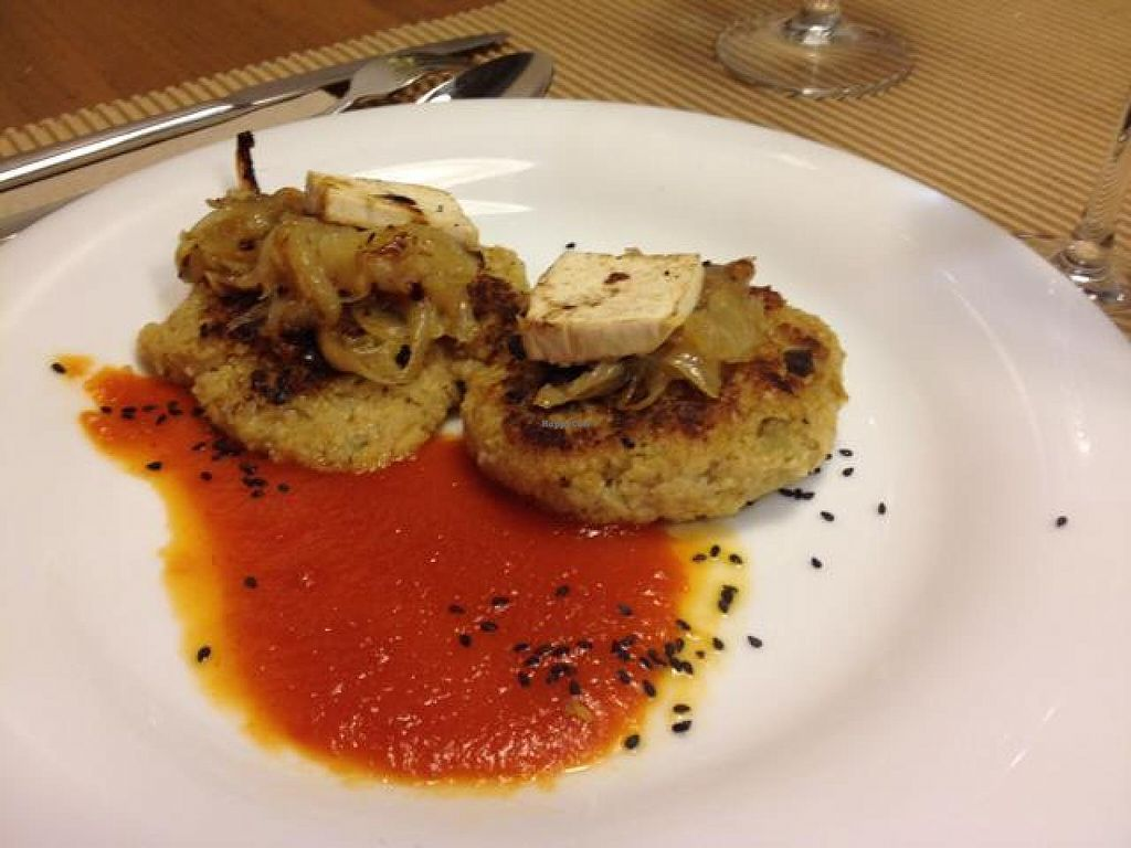 """Photo of Km.0  by <a href=""""/members/profile/Duo"""">Duo</a> <br/>Bulgur and oat burger with caramelized onion <br/> October 19, 2014  - <a href='/contact/abuse/image/52139/83363'>Report</a>"""