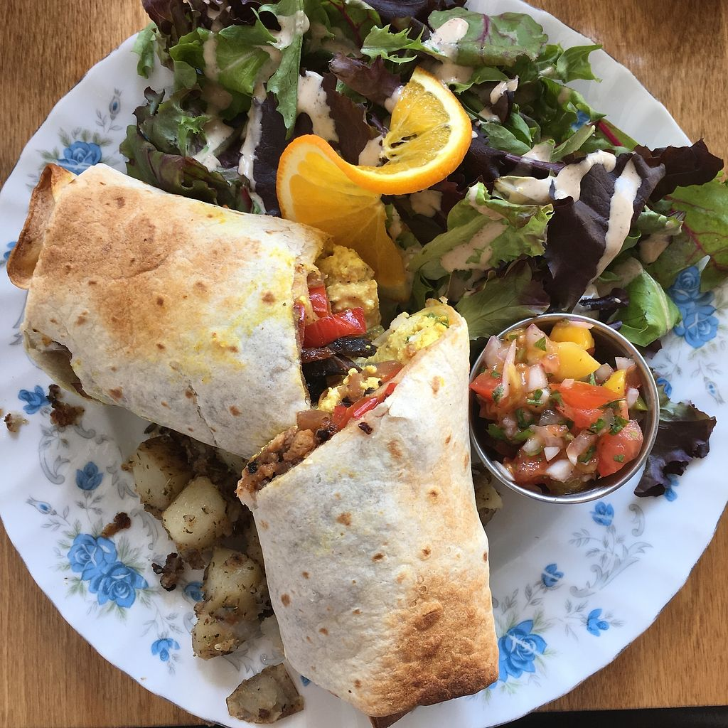 """Photo of Antidote Bouffe Vegane  by <a href=""""/members/profile/mcsnv"""">mcsnv</a> <br/>Burrito déjeuner <br/> July 16, 2017  - <a href='/contact/abuse/image/52254/281102'>Report</a>"""
