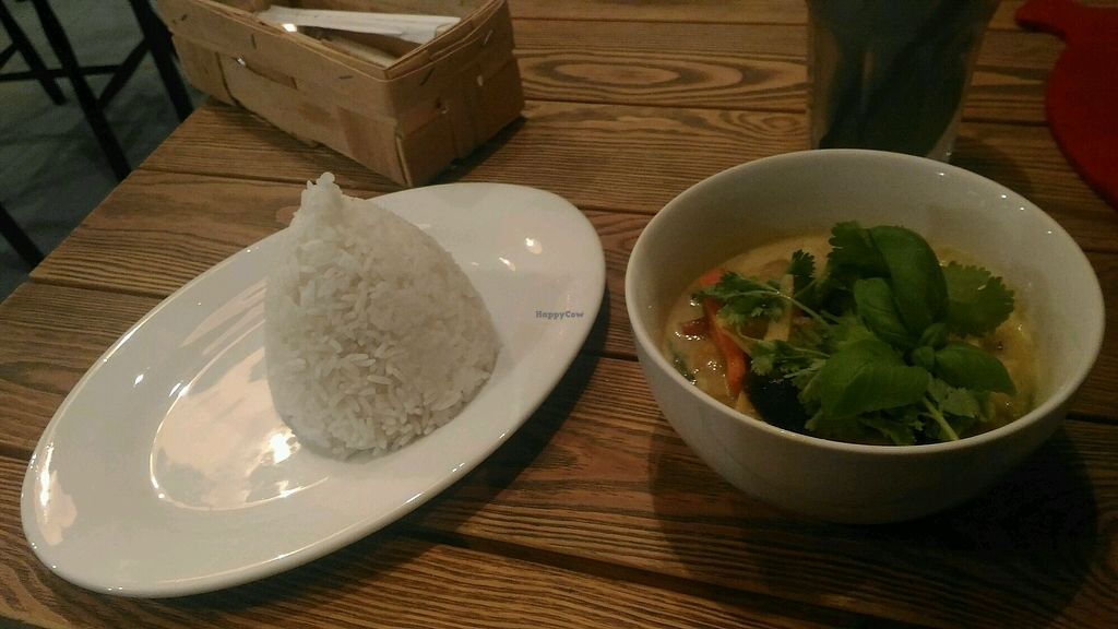 "Photo of Hurry Curry  by <a href=""/members/profile/AmandaNunesZerbetto"">AmandaNunesZerbetto</a> <br/>Yellow Thai Curry <br/> December 11, 2017  - <a href='/contact/abuse/image/52432/334727'>Report</a>"