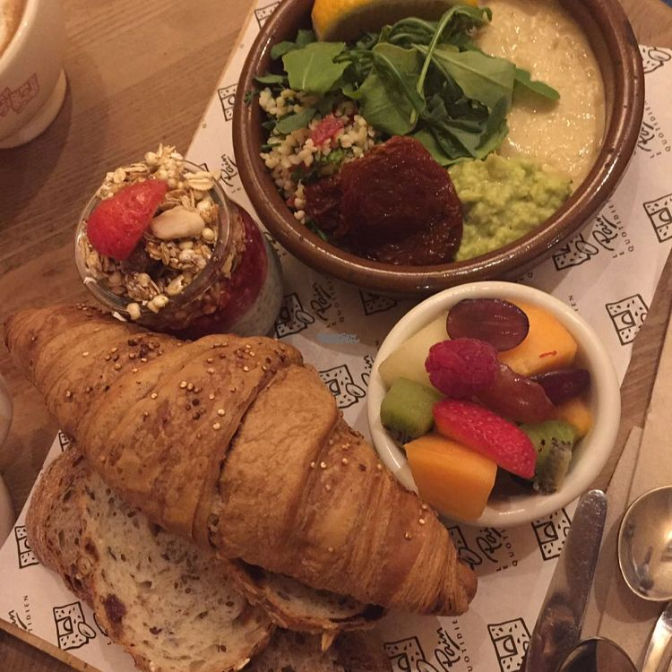 """Photo of Le Pain Quotidien - Serrano  by <a href=""""/members/profile/VeganFreddyCR"""">VeganFreddyCR</a> <br/>vegan brunch <br/> October 21, 2016  - <a href='/contact/abuse/image/52439/183440'>Report</a>"""