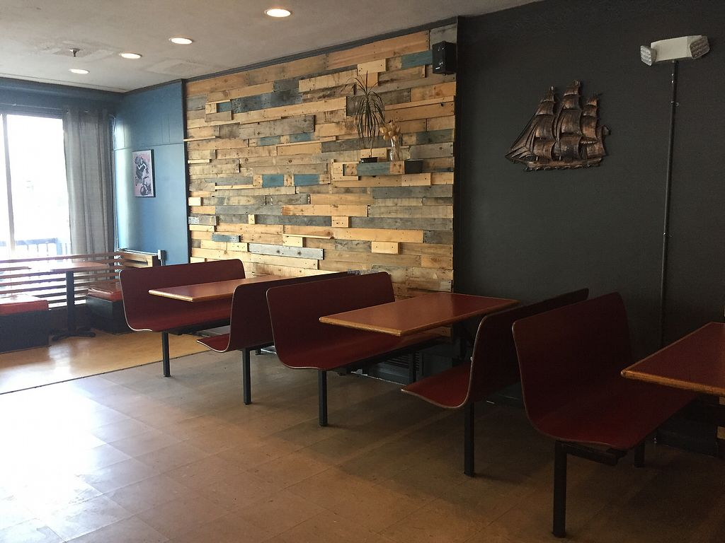 """Photo of Umami Noodle Bar  by <a href=""""/members/profile/Bgeezy"""">Bgeezy</a> <br/>seating <br/> August 10, 2017  - <a href='/contact/abuse/image/52479/291290'>Report</a>"""