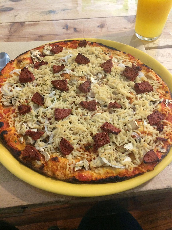 "Photo of Dolce Pizza y Los Veganos - Hipolit Lazaro  by <a href=""/members/profile/sabrinajh"">sabrinajh</a> <br/>Vegan Especial Chorizo Pizza.  <br/> December 31, 2017  - <a href='/contact/abuse/image/52506/341447'>Report</a>"