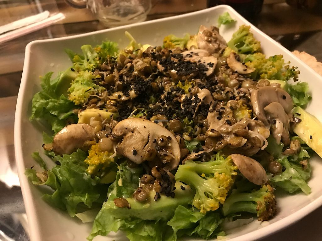 "Photo of El Punto Veggie  by <a href=""/members/profile/Pearlpeachy"">Pearlpeachy</a> <br/>Del Campo salad with sprouted lentils, broccoli, mushrooms and avocado <br/> November 23, 2017  - <a href='/contact/abuse/image/52530/328245'>Report</a>"