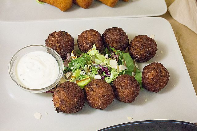 """Photo of Brotes Verdes  by <a href=""""/members/profile/Sarmale"""">Sarmale</a> <br/>Falafel <br/> February 10, 2018  - <a href='/contact/abuse/image/52695/357418'>Report</a>"""