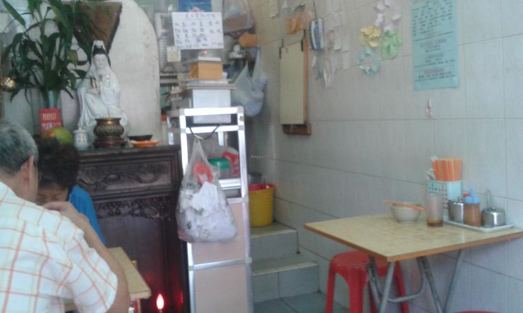 """Photo of Fok Hing Food Shop  by <a href=""""/members/profile/Stevie"""">Stevie</a> <br/>Inside is small (8 seats in total) <br/> June 2, 2015  - <a href='/contact/abuse/image/52914/104495'>Report</a>"""