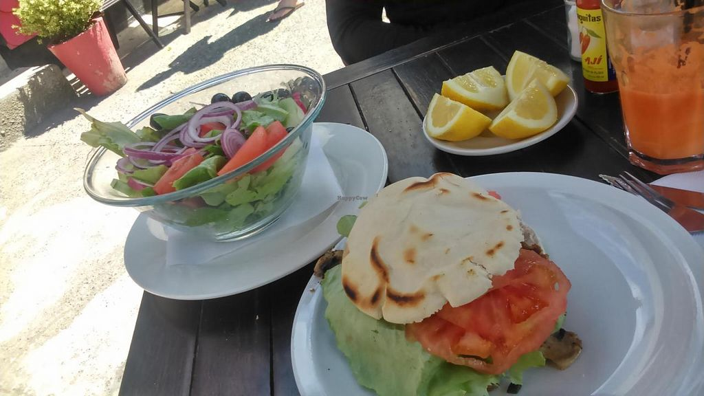 "Photo of El Barista Caffe  by <a href=""/members/profile/arya00"">arya00</a> <br/>Lentil burger, salad, fresh juice <br/> November 16, 2014  - <a href='/contact/abuse/image/53107/85790'>Report</a>"