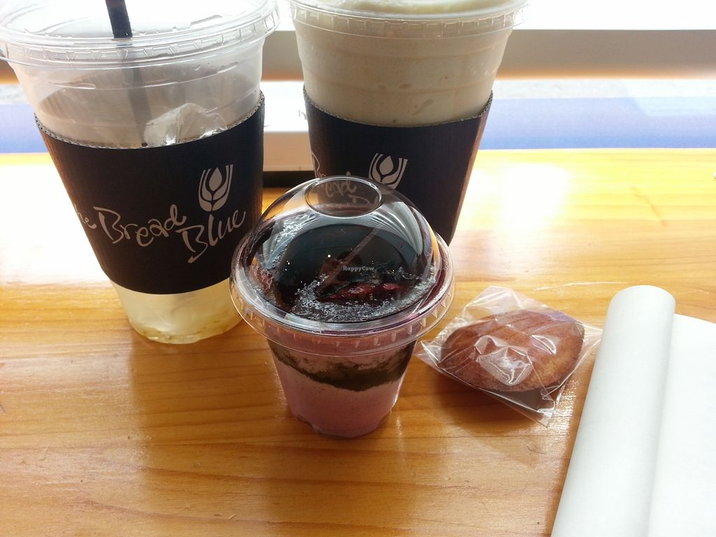 "Photo of The Bread Blue - Nogosan - 더브레드블루 신촌점  by <a href=""/members/profile/inthesewords"">inthesewords</a> <br/>The two drinks I decided to try on my first visit - a cold tea and a smoothie. By the time I realized I should have taken a picture, I'd drunk most of the tea... The parfait kind of thing was nice, too, and had jam inside~ <br/> May 9, 2016  - <a href='/contact/abuse/image/53248/148182'>Report</a>"