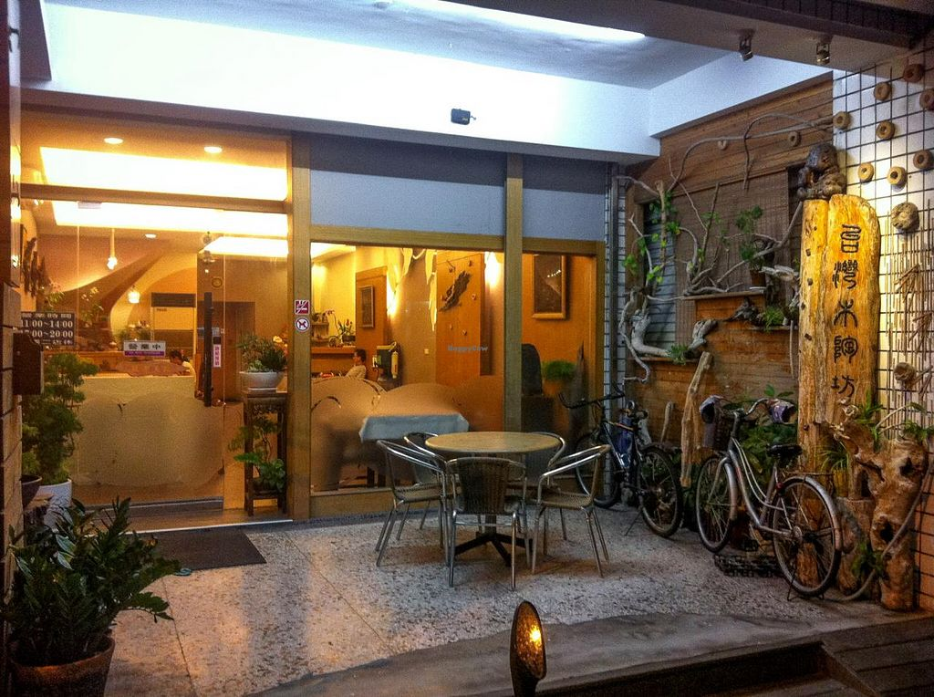 """Photo of Pu Kwon Vegetarian  by <a href=""""/members/profile/AnthonyPolicano"""">AnthonyPolicano</a> <br/>entry way, looking into the restaurant.  <br/> December 31, 2014  - <a href='/contact/abuse/image/53393/89084'>Report</a>"""