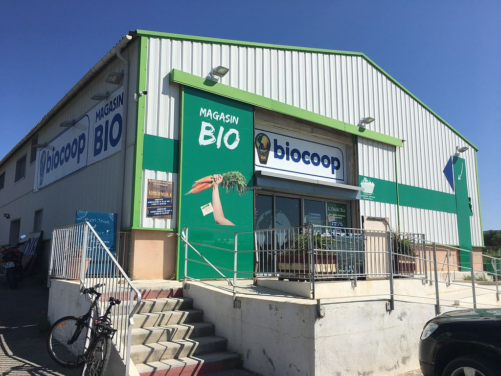 """Photo of Biocoop L'Onde Bio  by <a href=""""/members/profile/Siup"""" class=""""title__title"""">Siup</a> <br/>Exterior  <br/> July 26, 2018  - <a href='/contact/abuse/image/53399/438482'>Report</a>"""