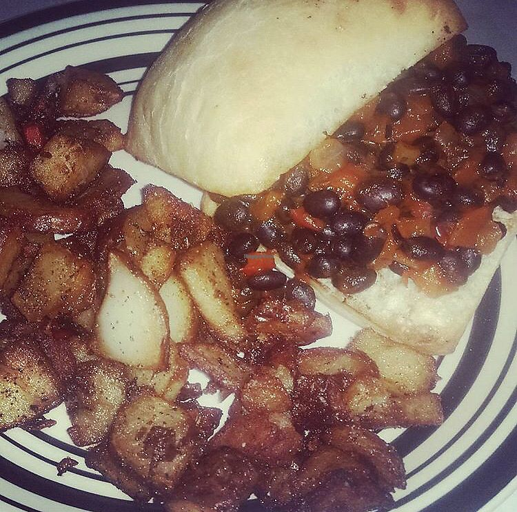 """Photo of Red Hook Grill  by <a href=""""/members/profile/Tabgreenvegan"""">Tabgreenvegan</a> <br/>Sloppy Vegan! <br/> March 29, 2018  - <a href='/contact/abuse/image/53455/377751'>Report</a>"""